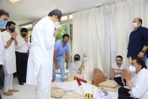 Uddhav Thackeray Gives Tribute to Dilip Kumar at His Home-suratheadlines