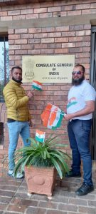 Indian Youth Fly Tricolour Flag From Johnsburg in South Africa-suratheadlines