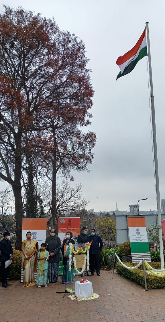 Indian Youth Fly Tricolour Flag From Johnsburg of South Africa-suratheadlines