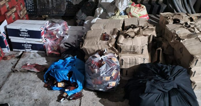 Godhra LCB Caught The Massive Quantity of Foreign Liquor and Beer-suratheadlines